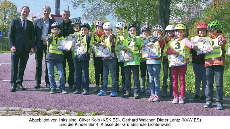 Übergabe der Übungsbroschüre Sattelfest in der Jugendverkehrsschule Sielmingen